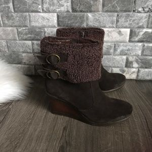 White Mountain brown wedge suede boot Sherpa